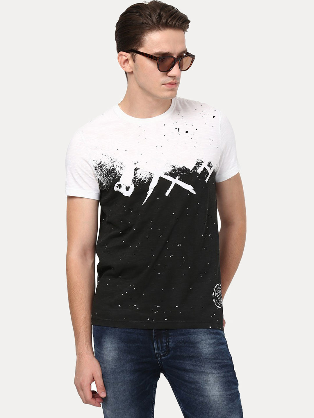 WHITE AND BLACK PRINTED T-SHIRT