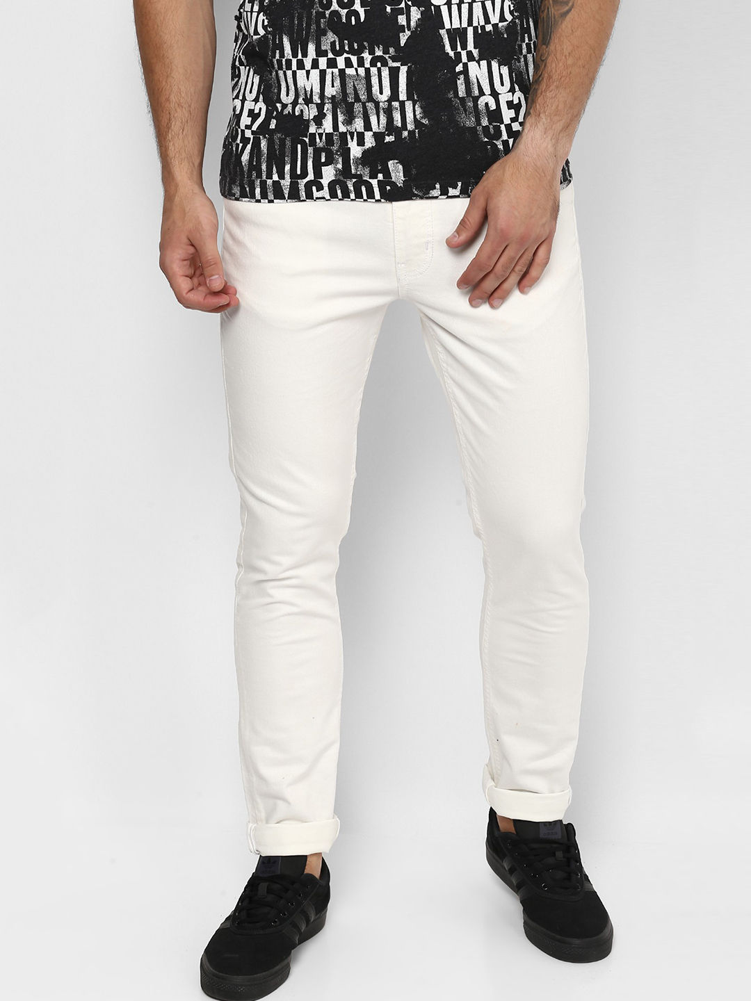 WHITE SOLID STRAIGHT JEANS