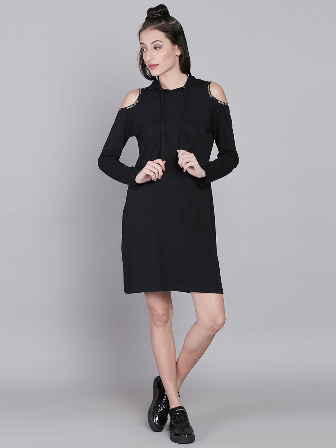 BLACK SOLID SHIFT DRESS