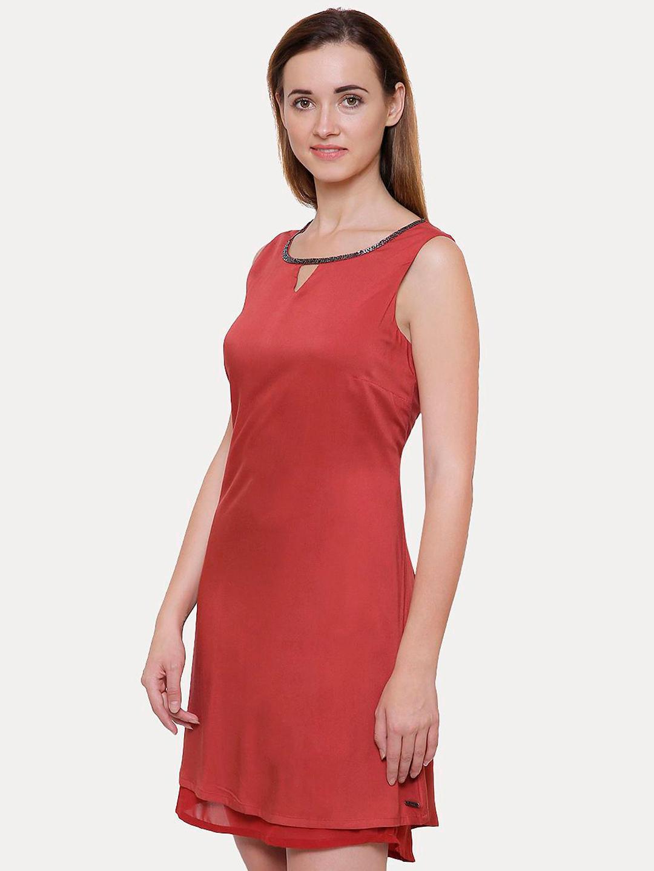 MAROON SOLID SHIFT DRESS