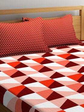 Stellar Home Iris Collection - Crimson-Hued Zig-Zag Geometric Print Bedsheet With 2 Pillow Covers (100% Cotton, Queen Size)