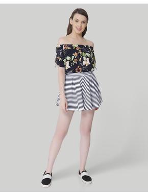 White Striped Mid Rise Slim Shorts