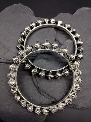 Women Set Of 2 Silver-Toned Oxidised Manika Bangles
