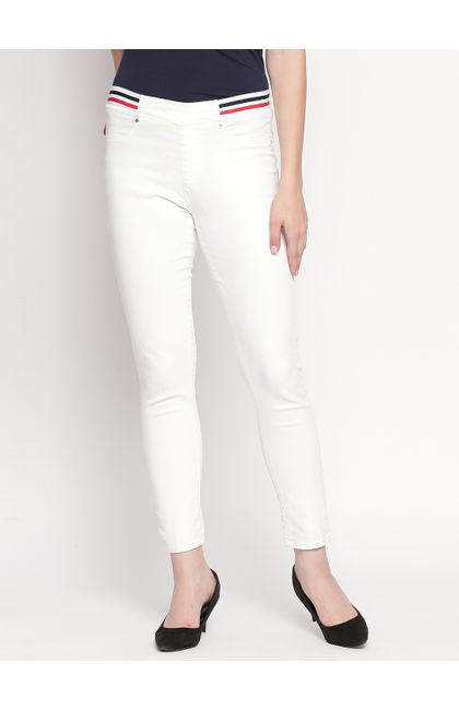 White Solid Slim Fit Jeans