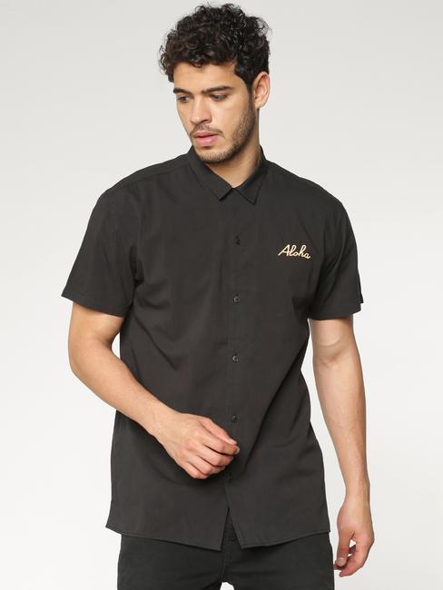 Black Back Graphic Print Short Sleeves Shirt