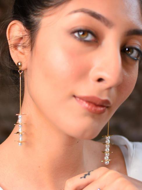 Toniq Daizy Pearl Embellished Earrings For Women