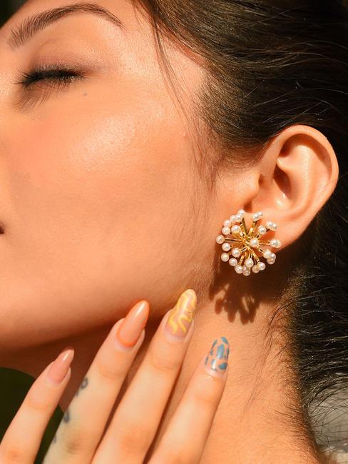 Toniq Pearl Embellished Elegant Stud Earrings For Women