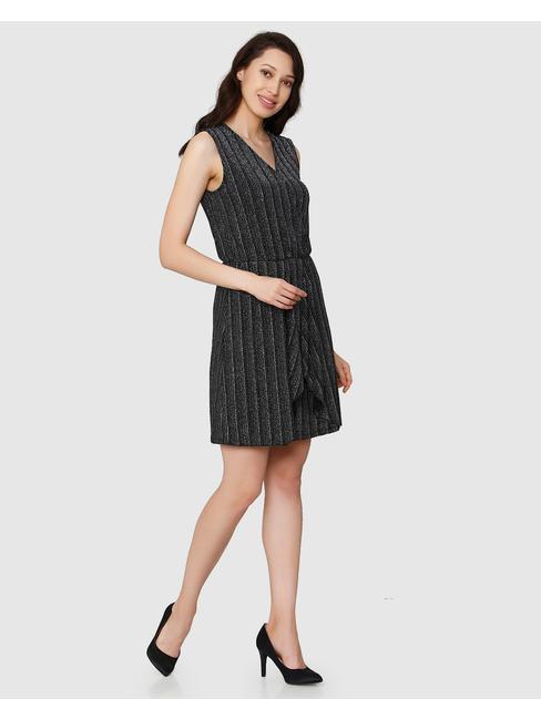 Black Textured V Neck Sleeveless Short Dress