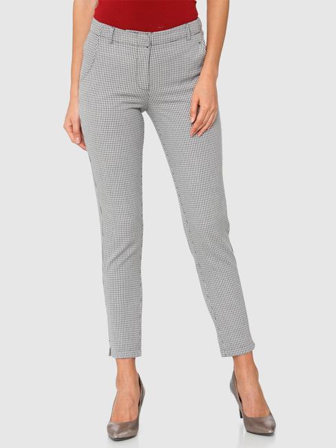 Grey Mid Rise Checks Ankle Length Slim Fit Pants
