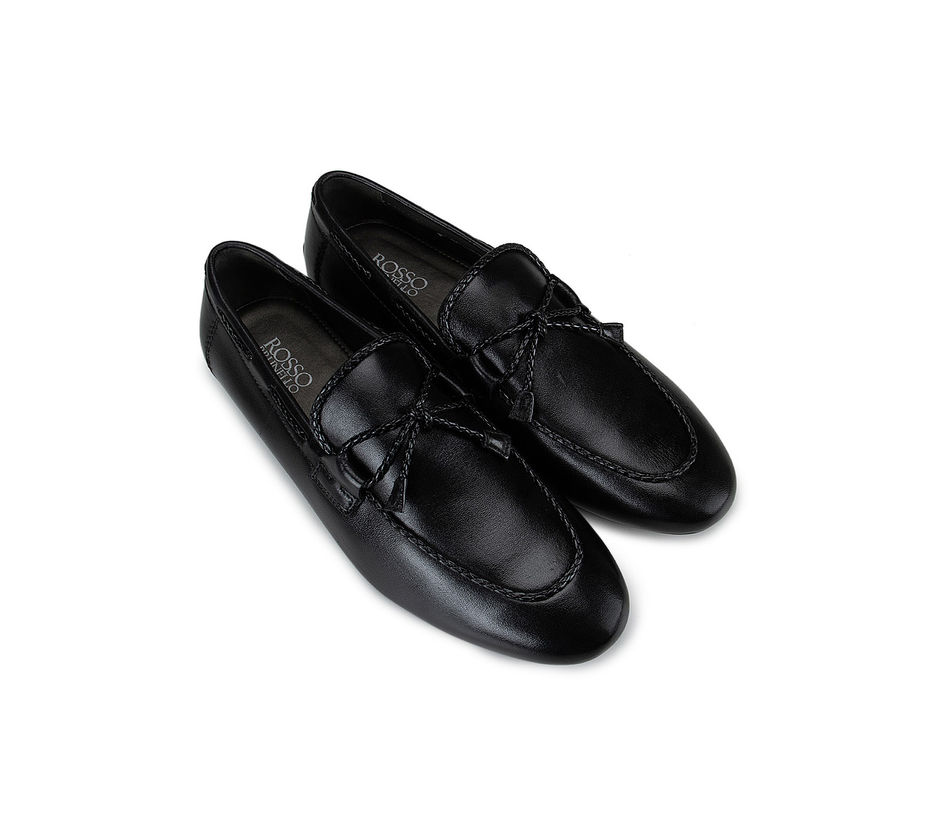 Black Leather Bow Moccasins
