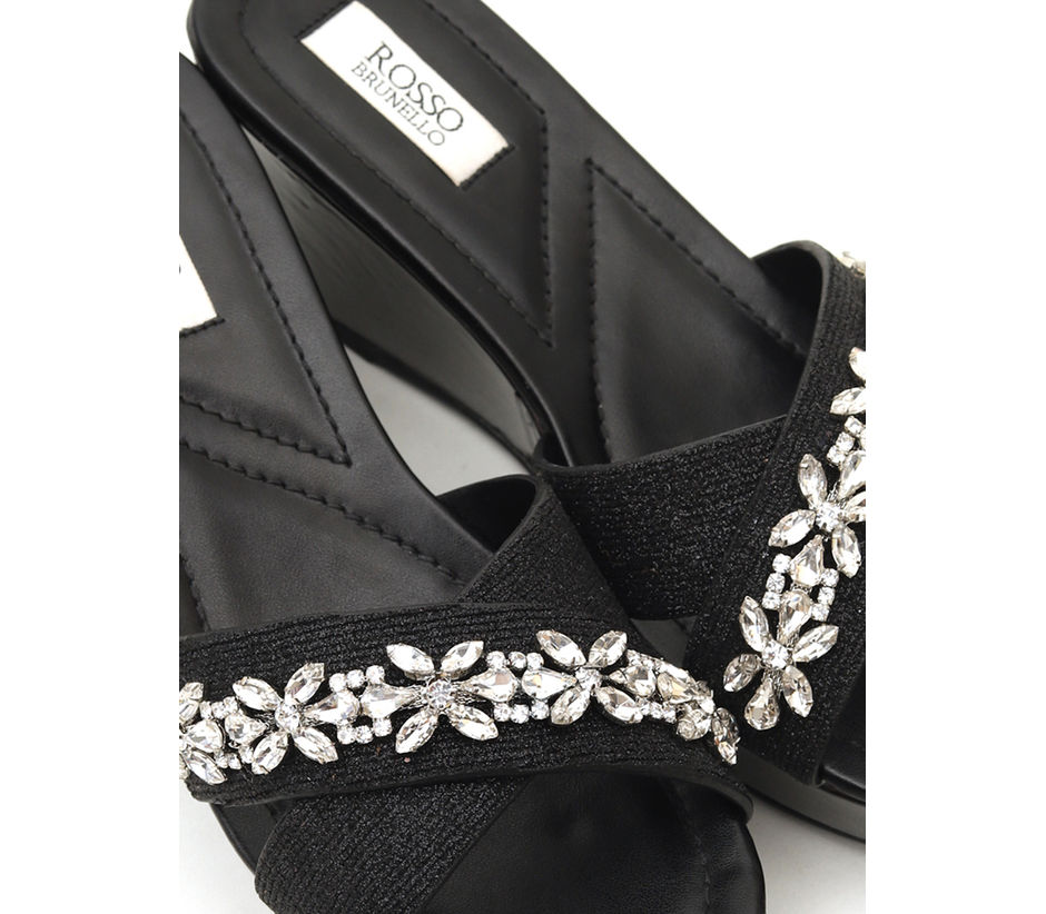 Criss-Cross Wedges With Studs