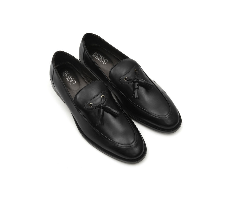 Plain Black Loafers With Tassles